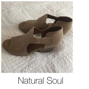 NWT Tan Open Toe Bootie Natural Soul 8